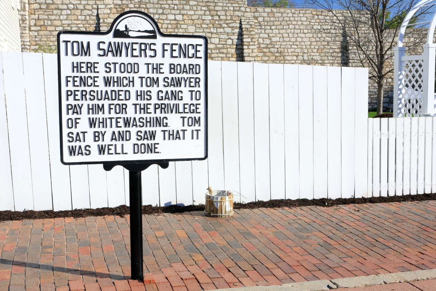 Tom Sawyer's white fence at the Mark Twain Boyhood Home & Museum.