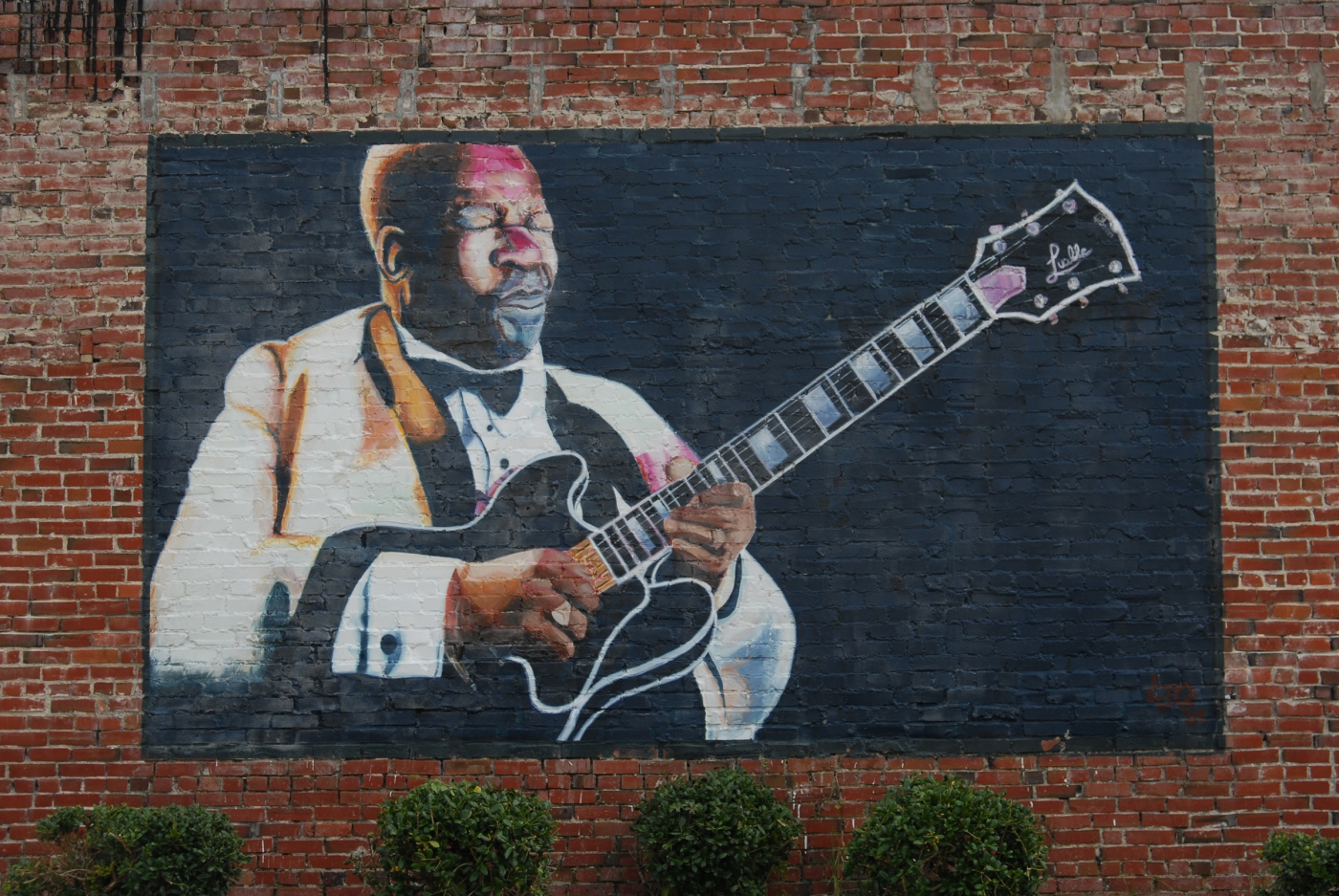 The mural on the outside of The B.B. King Museum captures B.B in his element with his guitar Lucille, and provides a great photo-op.