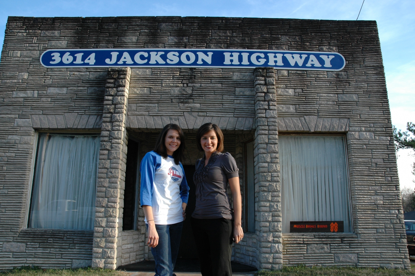 Take your photo outside the original location of the Muscle Shoals Sound Studio, just like Cher did for her 3614 Jackson Highway album cover.